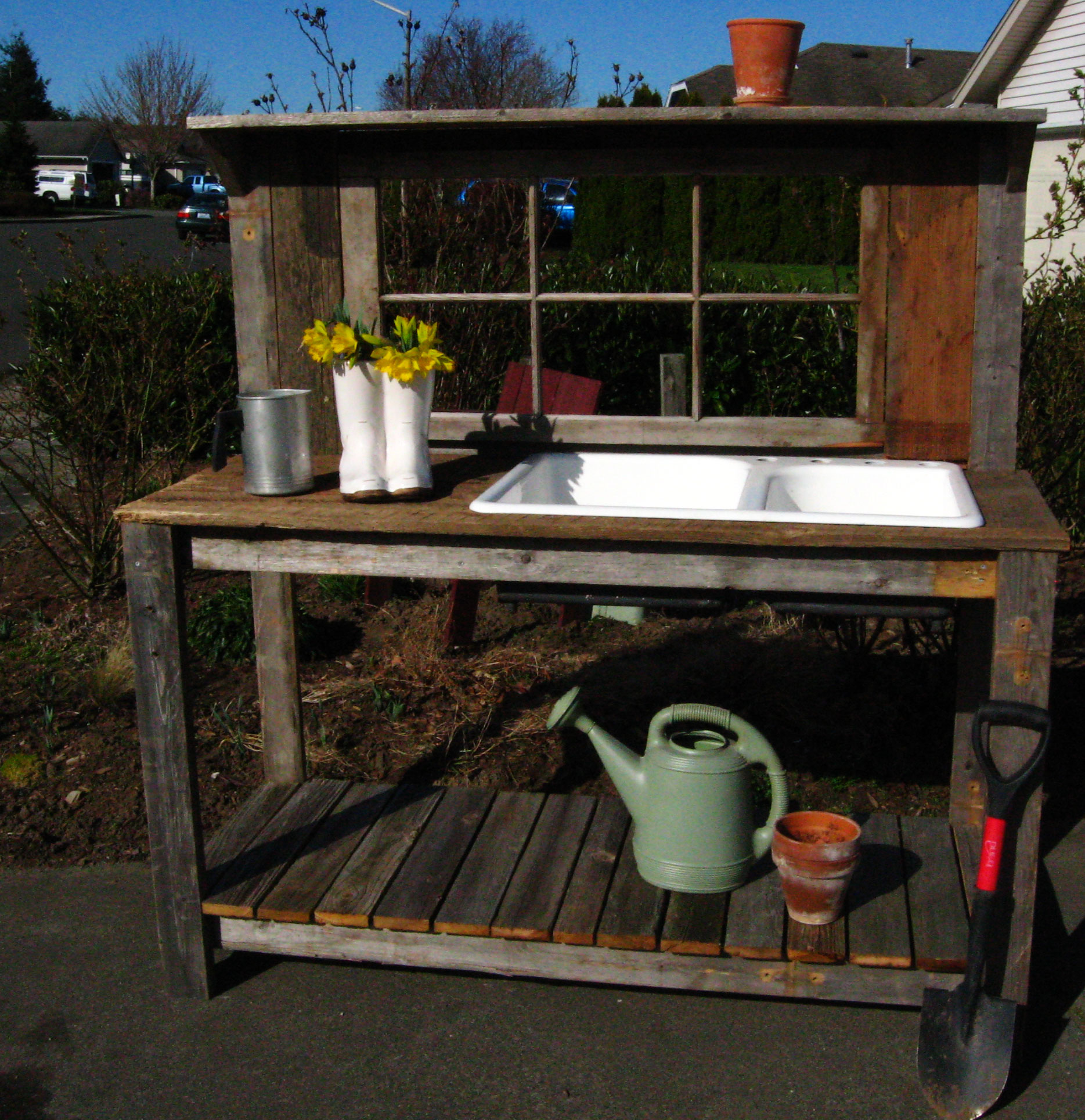 Pallet potting bench on pinterest potting benches garden work benc Outdoor potting bench